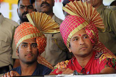 सचिन सर्वांसाठी आदर्श, माझ्यासाठी तर तो  देवासमान : महेंद्रसिंह धोनी|स्पोर्ट्स,Sports - Divya Marathi