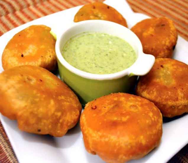 झटपट तयार करता येणारी, चविष्ट ब्रेड कचोरी...| - Divya Marathi