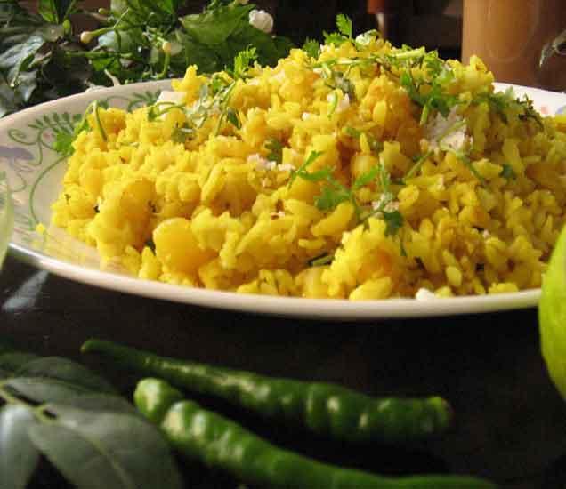 तुम्ही रोज पोहे खाता ना... मग जाणुन घ्या पोहे खाण्याचे खास 5 आरोग्यवर्धक फायदे...| - Divya Marathi