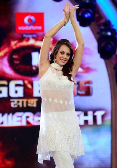 युवराजसिंग लय भारी, आता \'बॉडीगार्ड\' गर्ल हेजलला करतोय डेट! स्पोर्ट्स,Sports - Divya Marathi