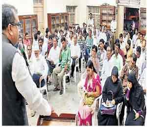 ओवेसी समाजात तेढ निर्माण करत आहेत, जमाल सिद्दीकी यांचे प्रतिपादन सोलापूर,Solapur - Divya Marathi