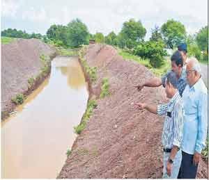 जलयुक्त शिवार अभियानामुळे जिल्ह्यात उपलब्ध होणार ९० हजार टीसीएम पाणी|सोलापूर,Solapur - Divya Marathi