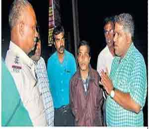 चाकूच्या धाकावर चार लाखांची बॅग पळवली औरंगाबाद,Aurangabad - Divya Marathi