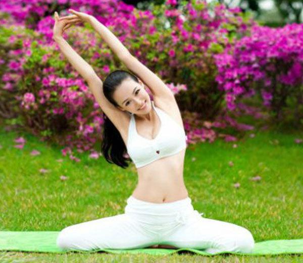 जमीनीवर बसुन जेवण करण्याचे 6 फायदे, हृदय आणि पोटाचे आजार होतील दूर...| - Divya Marathi