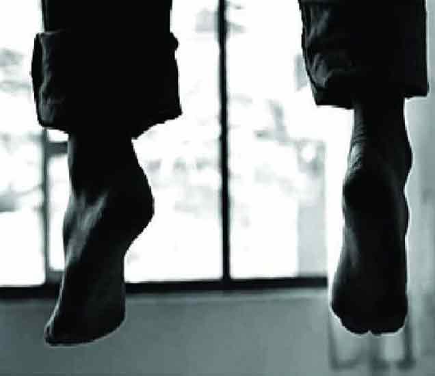 मध्य प्रदेशातील तरुणाची पोलिस ठाण्यातच गळफास घेऊन आत्महत्या देश,National - Divya Marathi