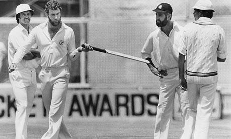 अशी दिसत होती पहिली क्रिकेट बॅट, जाणून घ्या काही रंजक बाबी स्पोर्ट्स,Sports - Divya Marathi