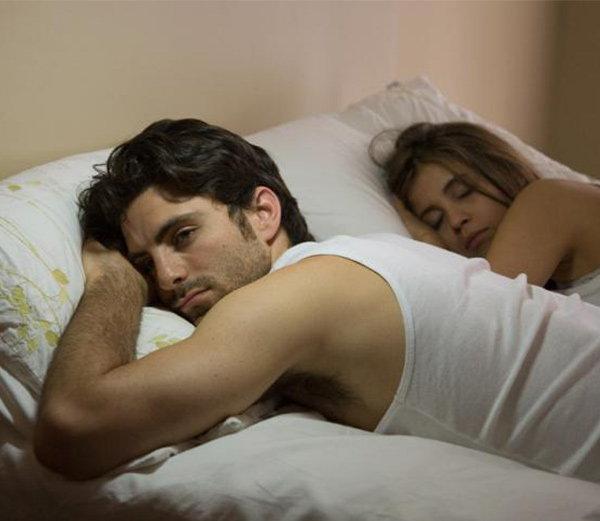 झोपेत विघ्न आणतात रात्री 9 नंतर केलेल्या या 6 चुका...|देश,National - Divya Marathi