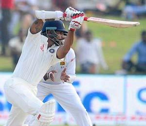 शिखर धवनची १५० धावांची धडाकेबाज खेळी : बांगलादेश अ संघ अडचणीत स्पोर्ट्स,Sports - Divya Marathi