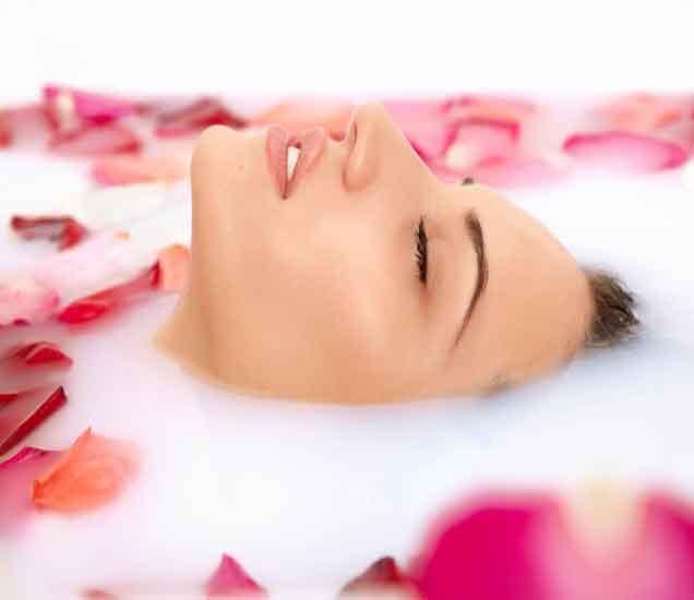 त्वचेला 7 मिनिटात फ्रेश करणा-या 7 वस्तु, वाचा या खास टिप्स...| - Divya Marathi