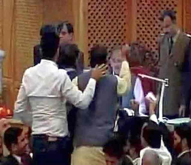 जम्मू काश्मीरमध्ये  गोवंशहत्या बंदीला दोन महिने स्थगिती, SC चा निर्णय|देश,National - Divya Marathi
