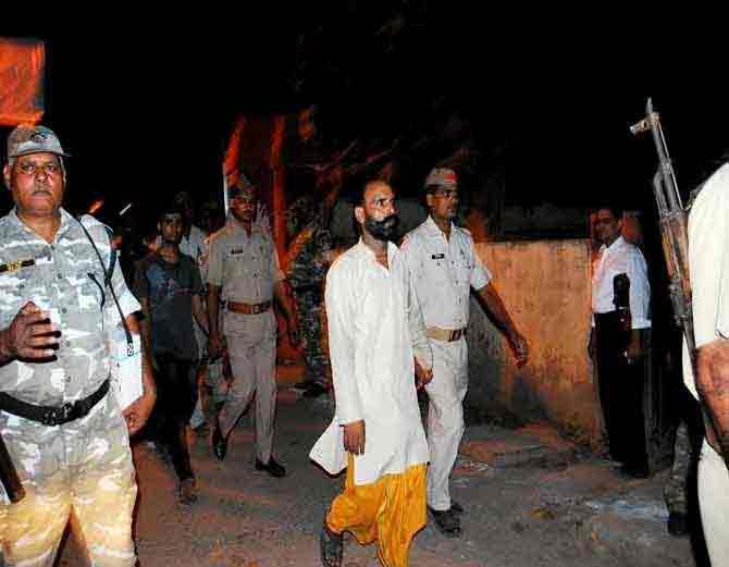 वाराणसी : MLA अजय राय यांना अटक, अविमुक्तेश्वरानंदांवरही गुन्हा देश,National - Divya Marathi