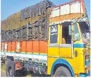 ५० लाखांचा गुटखा घेऊन जाणारा ट्रक पकडला,  ट्रकसह गुटखा जप्त चालकाला ताब्यात|अकोला,Akola - Divya Marathi