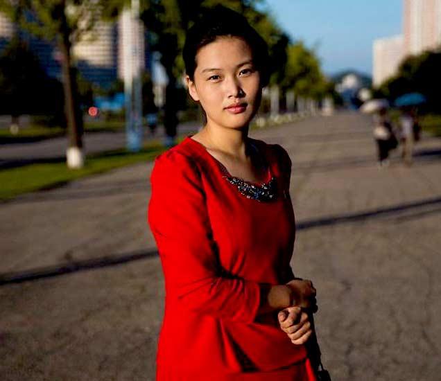 अशा आहेत जगातील सर्वात सिक्रेट देश नॉर्थ कोरियामधील महिला, पाहा PHOTOS|विदेश,International - Divya Marathi
