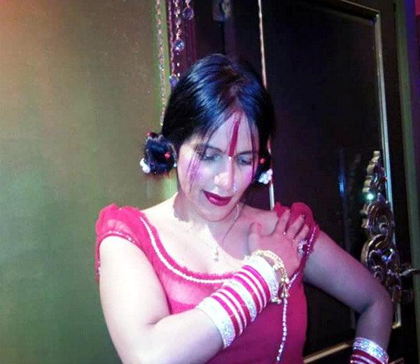 राधे माँ - Divya Marathi