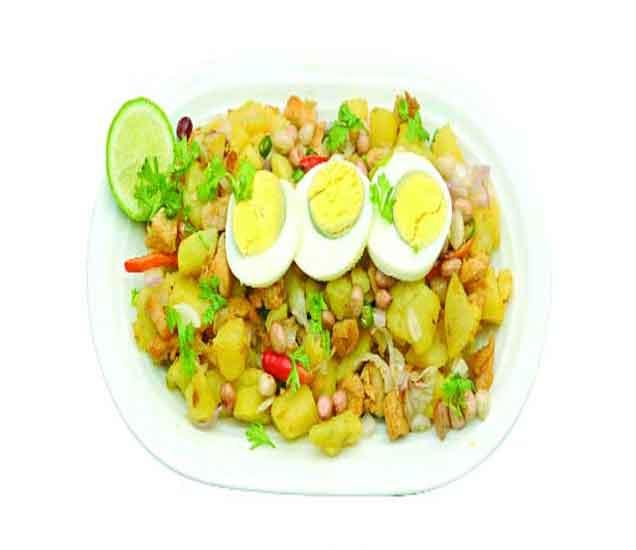 घरच्याघरी बनवा चटपटीत अंडा चाट, वाचा ही सोपी रेसिपी...| - Divya Marathi