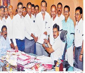 क्रेडाई सदस्यांचे अाज 'कामबंद', परमार यांच्या अात्महत्येचे पडसाद|नाशिक,Nashik - Divya Marathi