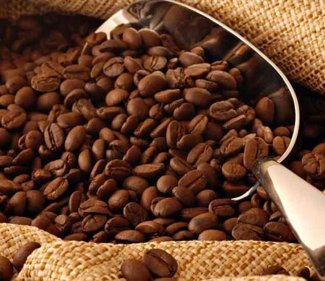 फक्त एक आठवडा अशा प्रकारे करा कॉफीचा वापर, स्किन होई सुंदर...| - Divya Marathi