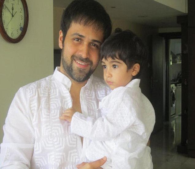 मुलगा अयानसोबत इमरान हाश्मी - Divya Marathi