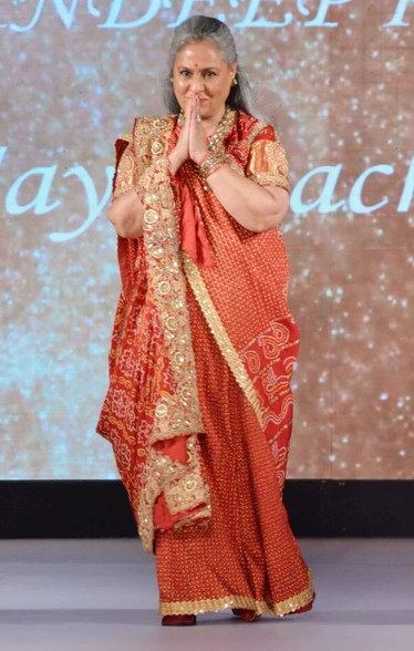 अमिताभ बच्चनच्या मुलीने हृतिकच्या एक्स-वाइफसोबत केला रॅम्प वॉक| - Divya Marathi