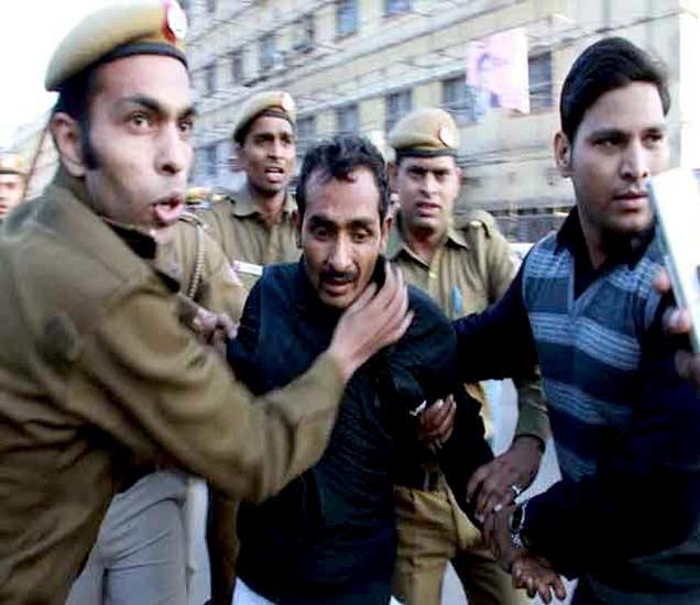 फाइल फोटो - पोलिसांच्या ताब्यातील आरोपी शिवकुमार यादव - Divya Marathi