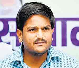 हार्दिक पटेलला अटक, देशद्रोहाचा गुन्हा दाखल -  तिरंग्याचा अवमान|देश,National - Divya Marathi