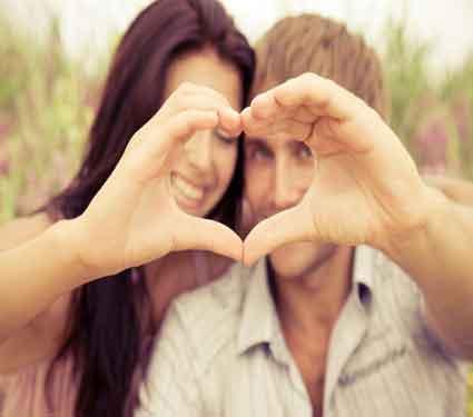 अशी तरुणी करते तुमच्यावर आयुष्यभर प्रेम, जाणुन घ्या हे संकेत कोणते...  - Divya Marathi