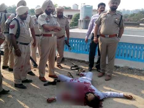 दारूच्या नशेत सैनिकाने केला छतावरून गोळीबार, तीन ठार, नंतर केली आत्महत्या|देश,National - Divya Marathi