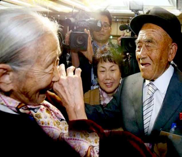 85 वर्षांची ली सून क्यू, यांच्यासह तिचे 83 वर्षीय पती ओह सी-इन. दोघांनी एकमेकांना 65 वर्षांपूर्वी पाहिले होते. - Divya Marathi