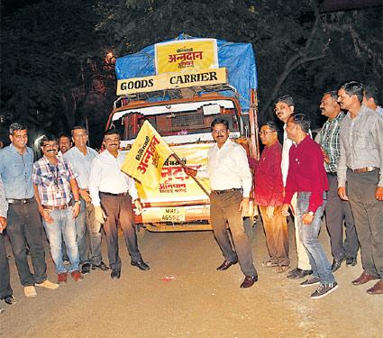 अन्नदान उपक्रमातील जमा १०६ टन धान्य मराठवाड्यासाठी रवाना|देश,National - Divya Marathi