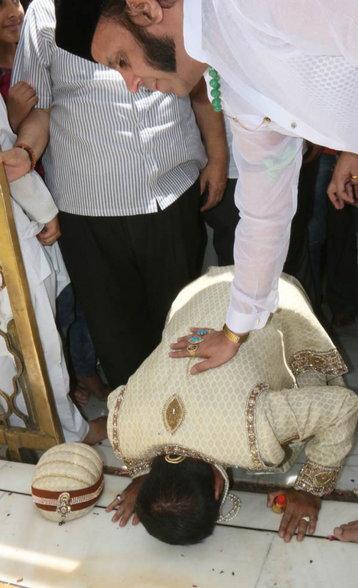 अकबराचा वंशज प्रिन्स याकूब जेव्हा आला होता ख्वाजाच्या दरबारात, बघ्यांची जमली गर्दी|देश,National - Divya Marathi