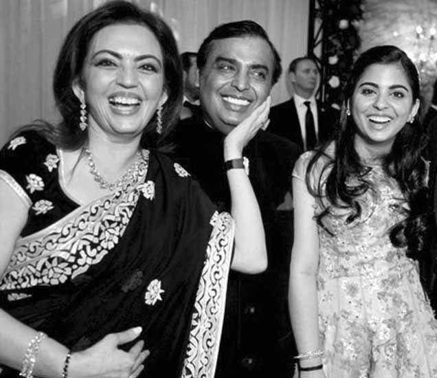 मुकेश अंबानींनी असे केले होते नीता यांना प्रपोज, वाचा रिचेस्ट दाम्पत्याची Lovestory|बिझनेस,Business - Divya Marathi