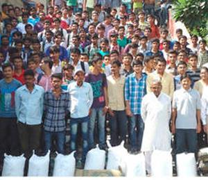 दैनिक भास्करच्या वाचकांनी केले ३०० टन अन्नदान|देश,National - Divya Marathi