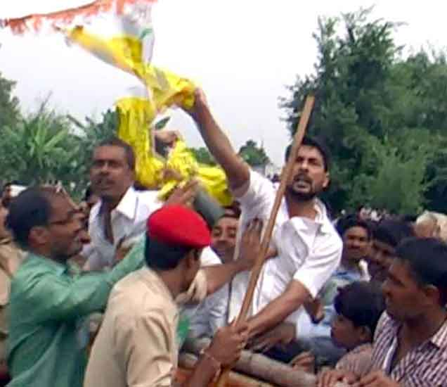 बिहार: निवडणूक प्रचारसभेत लालूंच्या विरोधात लोकांच्या घोषणाबाजी देश,National - Divya Marathi