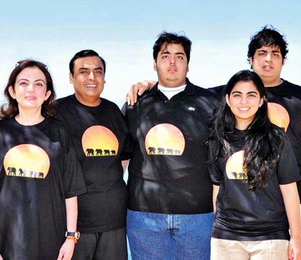 नीता अंबानी नेसतात 40 लाखांची साडी, मुलांना द्यायच्या फक्त 5 रुपये पाकिटमनी!|बिझनेस,Business - Divya Marathi