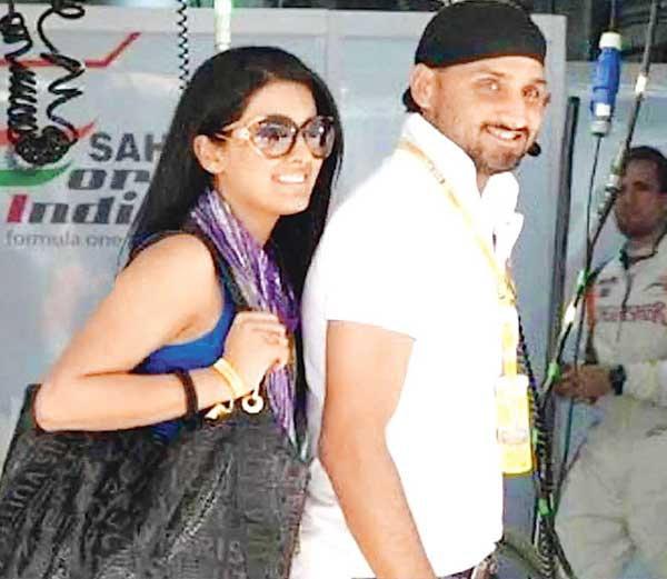 अशी आहे भज्जी-गीताची सुपरहिट लव्हस्टोरी, जाणून घ्या कशी जुळली Chemistry स्पोर्ट्स,Sports - Divya Marathi