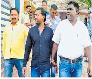 अॅसिड फेकणारा अटकेत, दोन दिवसांपासून देत होता गुंगारा जळगाव,Jalgaon - Divya Marathi