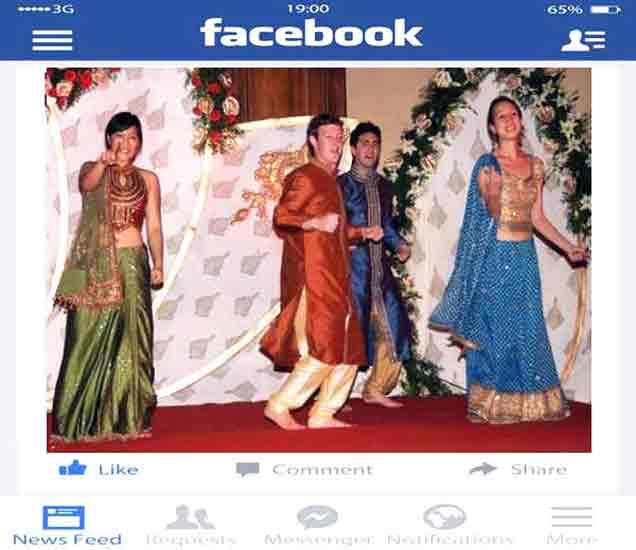 मार्क यांनी हा फोटो आपल्या फेसबुक वॉलवरही पोस्ट केला होता. - Divya Marathi