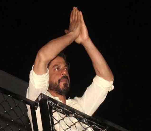 वाढदिवशी शाहरुख म्हणाला- भारतात वाढत आहे कट्टरता, पुरस्कार परत करु शकतो|देश,National - Divya Marathi