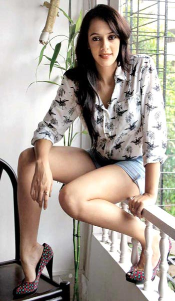 युवराजसिंगच्या लग्नाची तारीख फिक्स, ब्रिटीश अॅक्ट्रेस हेजलबरोबर करणार लग्न स्पोर्ट्स,Sports - Divya Marathi