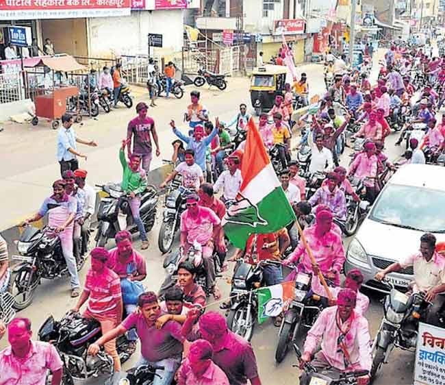 कोल्हापुरात पुन्हा काँग्रेस-राष्ट्रवादीच!, भाजप-ताराराणी अाघाडीचे स्वप्न भंगले कोल्हापूर,Kolhapur - Divya Marathi