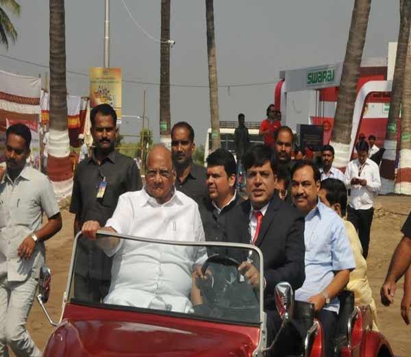 बारामती : शरद पवार- मुख्यमंत्री एकाच व्यासपीठावर, कृषी प्रदर्शनाचे उद्घाटन पुणे,Pune - Divya Marathi