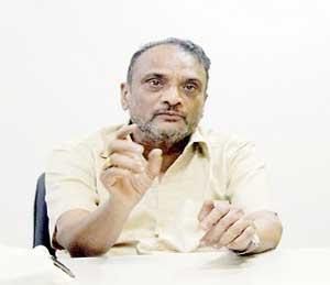 ज्येष्ठ समीक्षक डॉ. श्रीपाल सबनीस - Divya Marathi