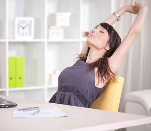 कामाच्या तणावामुळे मूड खराब होऊ नये, यासाठी वापरा या सोप्या 4 टिप्स...| - Divya Marathi