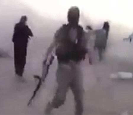 ISIS चा बालसंहार, 200 चिमुरड्यांना घातल्या गोळ्या, पाहा VIDEO विदेश,International - Divya Marathi