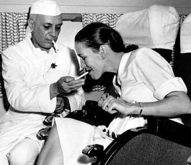 पंडित जवाहरलाल नेहरु आणि लेडी एडविना माऊंटबेटन - Divya Marathi