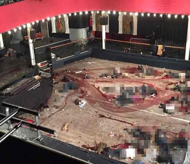 AK-47 ने भरलेली कार मिळाली, रक्ताने माखलेल्या हॉलचे फोटो समोर आले|विदेश,International - Divya Marathi
