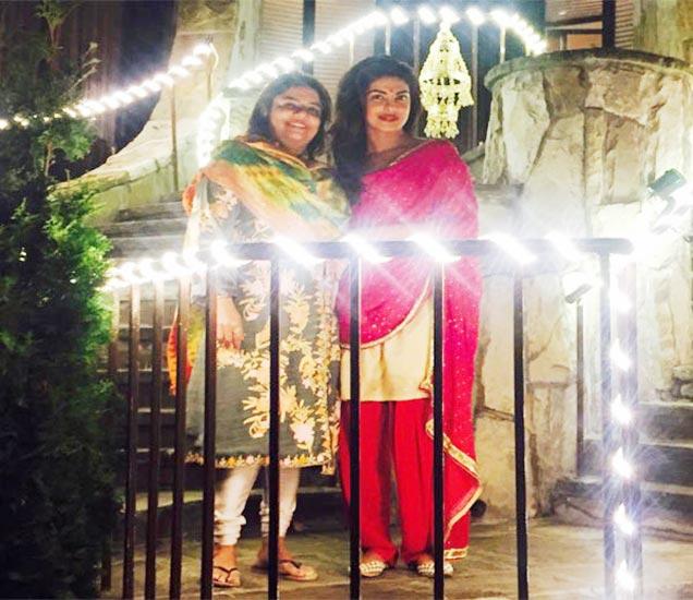 आई मधूसोबत अभिनेत्री प्रियांका चोप्रा - Divya Marathi