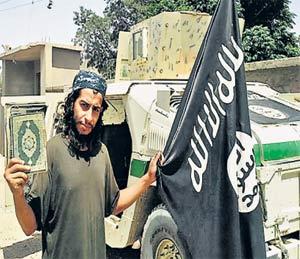 हल्ला करण्यासाठी निर्वासित म्हणून आश्रयासाठी आलेल्या अब्देलहामिद आबौद या दहशतवाद्याचे छायाचित्र सोमवारी जारी करण्यात आले. - Divya Marathi