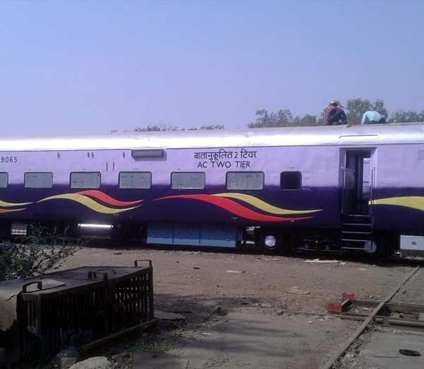 First Look-देशाची पहिली मॉडेल ट्रेन तासी 120 km धावण्यासाठी सज्ज|देश,National - Divya Marathi