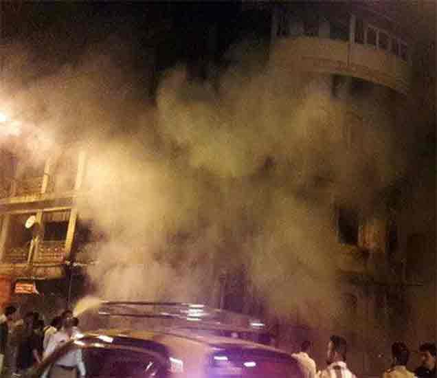 दादरच्या फुलबाजारात चार मजली इमारतीला भीषण आग,  दोघे भाजले मुंबई,Mumbai - Divya Marathi